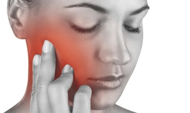 Хрустнула челюсть и болит ухо