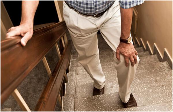 Боль в коленке при ходьбе по лестнице