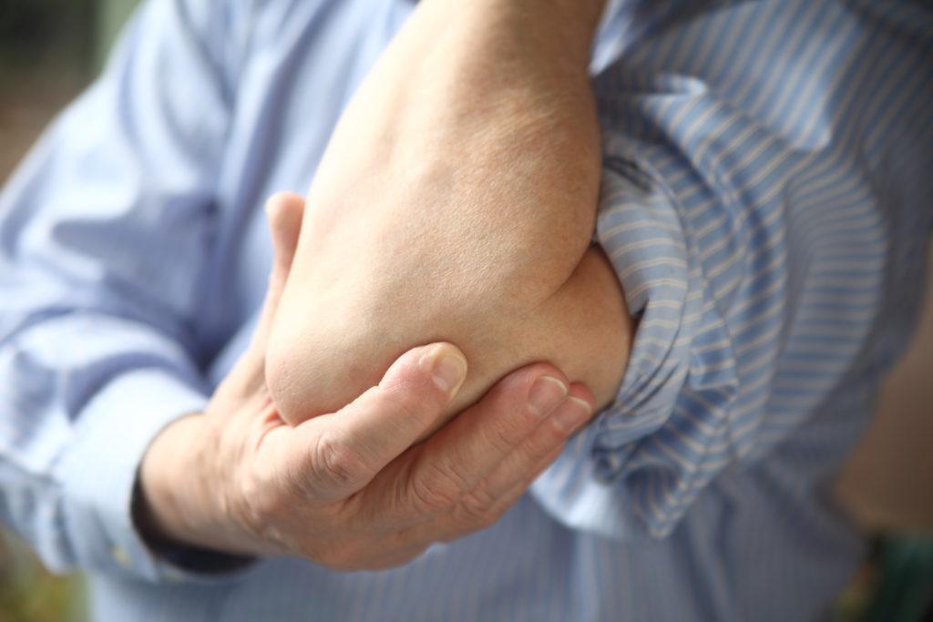 Болит локоть в суставе: что делать и чем лечить (методы терапии и профилактики)