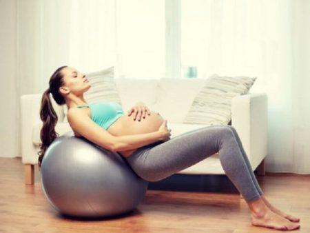 Если во время беременности дал о себе знать остеохондроз, то для его лечения стоит делать выбор в пользу наиболее безопасных процедур